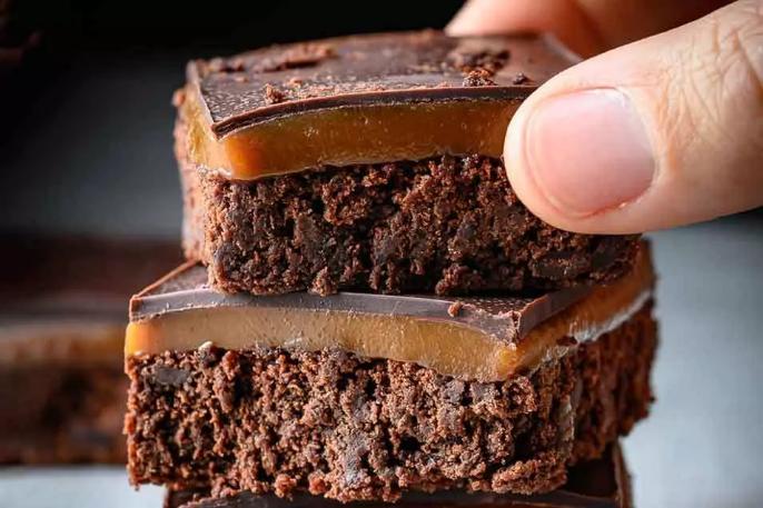 Millionaire caramel brownies